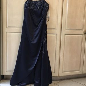 NWT Ladies Beaded Wedding Gown, Navy, Size 14